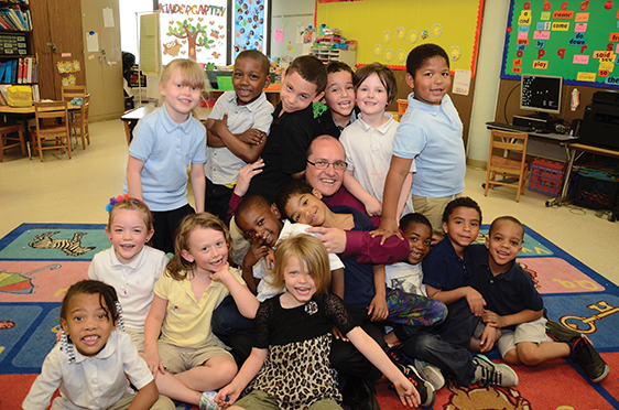 Image of Cleveland district CEO Eric Gordon with students