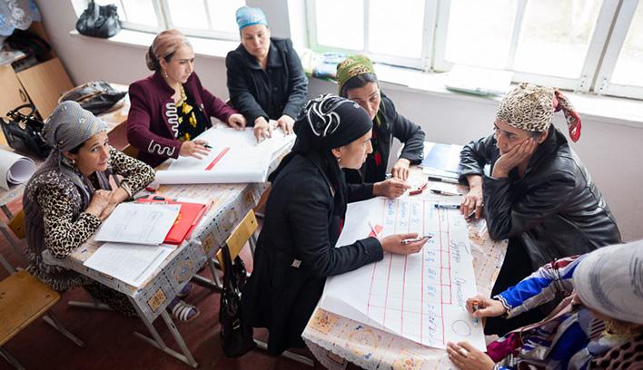 Image of teachers in Tajikistan working together